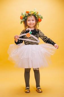 Petite fille en jolie robe