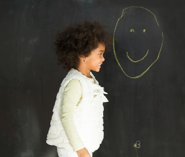 Petite fille à la maternelle