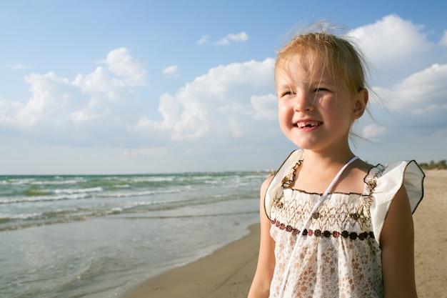 Petite fille à la mer