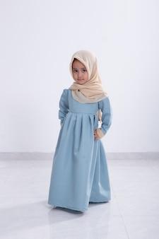 Petite fille musulmane asiatique