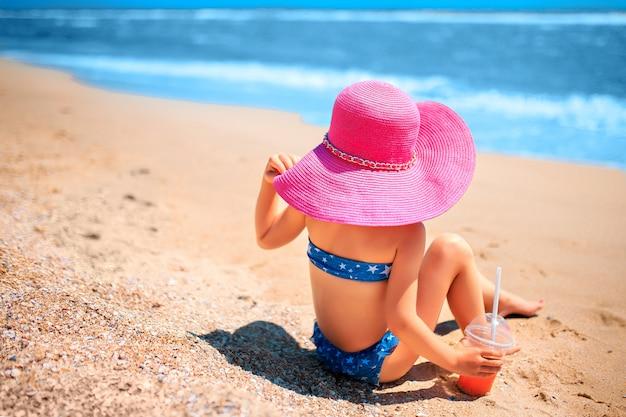 Petite fille, sur, plage