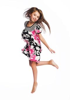 Petite fille saute