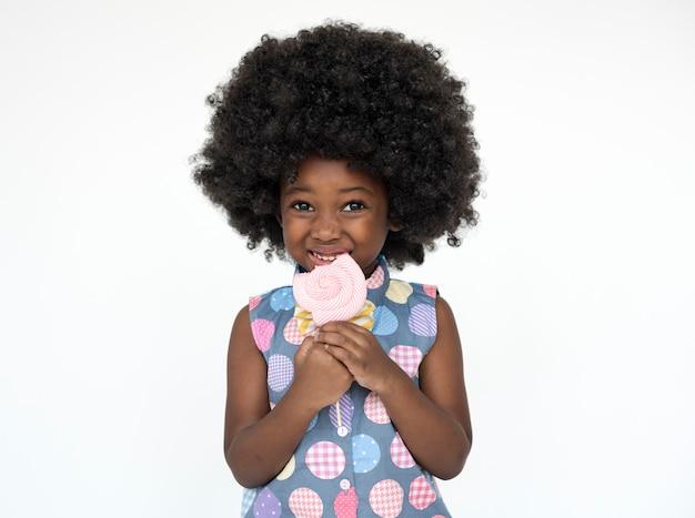 Petite fille, sourire, bonheur, studio, portrait, doux, sucette
