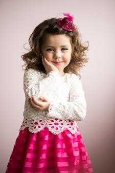 Petite fille en studio
