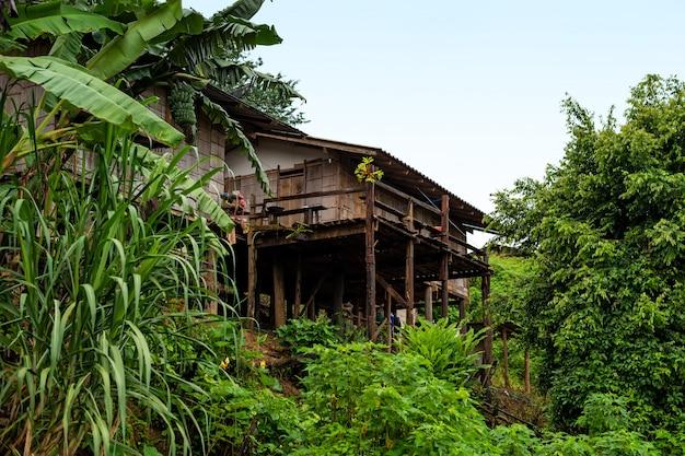 Petite maison dans la province de mae hong son en thaïlande