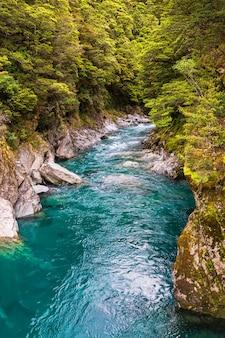Petite rivière en nouvelle-zélande île du sud