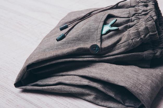Une petite silhouette d'un lapin sur les vêtements