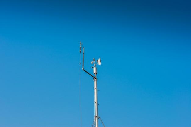 Petite station météorologique gardant une trace des conditions locales