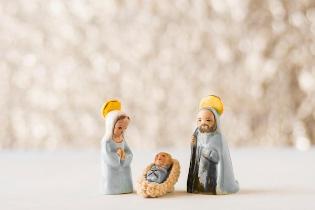Petite vierge marie avec l'enfant jésus et saint joseph