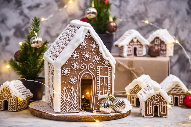 Petites et grandes maisons au gingembre