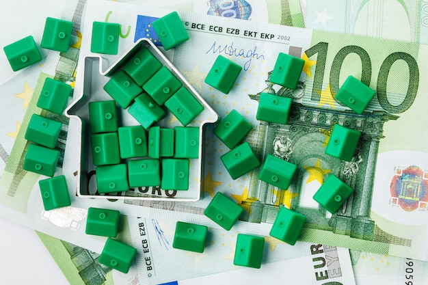 Petites maisons de jouets et de l'argent