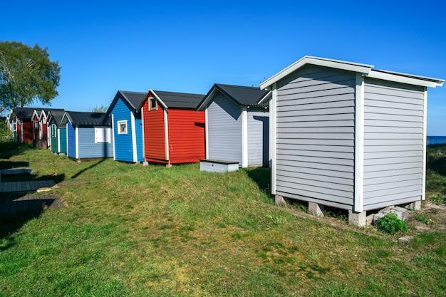 Petites maisons de plage dans la ville d'ystad à skane, suède