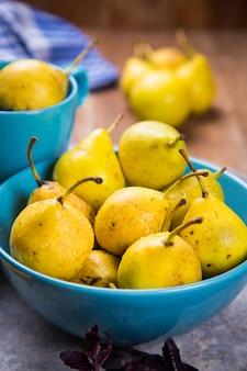 Petites poires jaunes