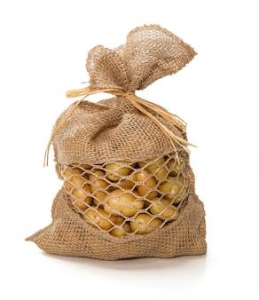 Petites pommes de terre dans un joli sac en jute