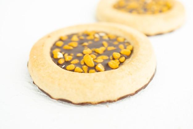 Petites tartelettes au chocolat fondant et fil de noix
