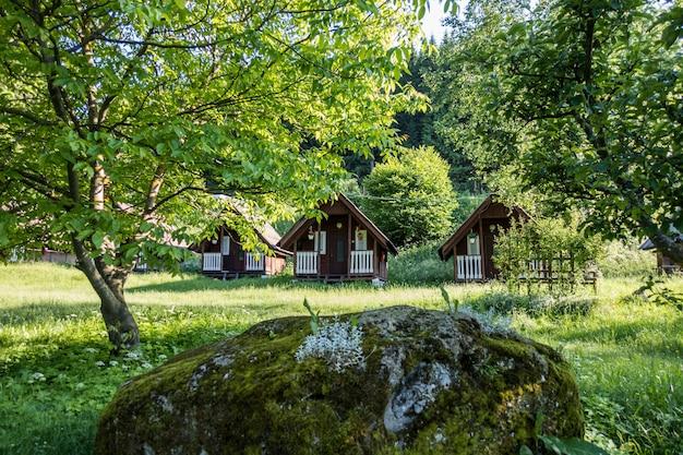 Petits chalets dans un lieu naturel pittoresque pour la détente
