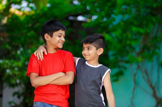 Petits enfants indiens