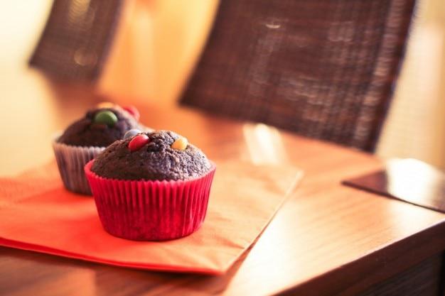 Petits gâteaux au chocolat avec des m & ms