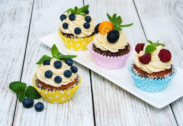 Petits gâteaux aux baies fraîches