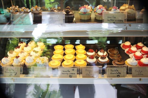Petits gâteaux colorés