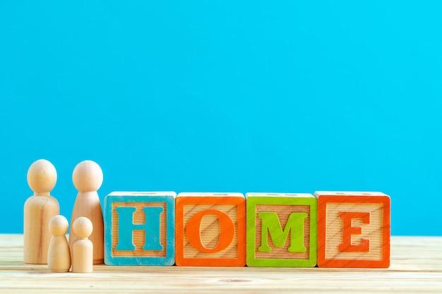 Petits jouets familiaux en bois. achat, vente, location de maison