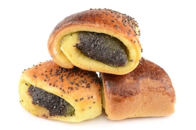 Petits pains aux graines de pavot: petite spirale isolée sur blanc