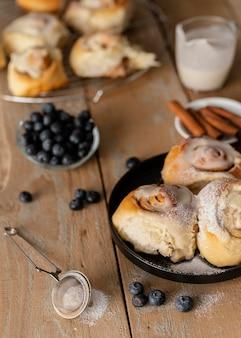 Petits pains à la cannelle et myrtilles