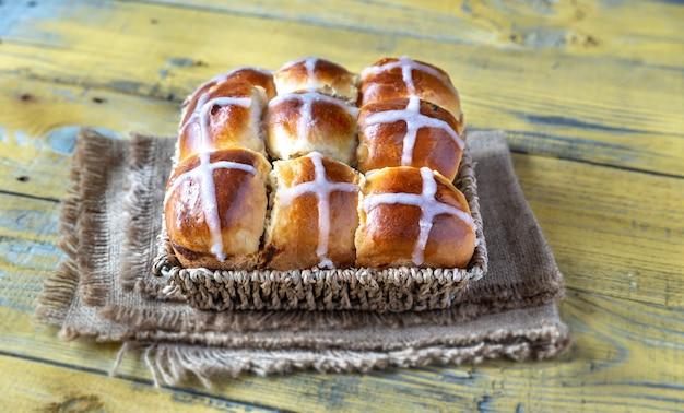 Petits pains croisés chauds faits maison
