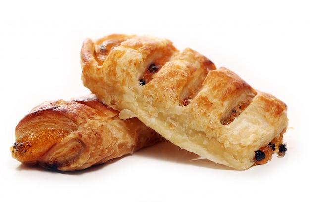 Petits pains frais et savoureux aux raisins secs