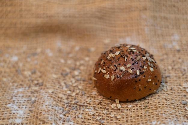Petits pains à hamburger pain de hamburger chaud et savoureux artisan de pain frais