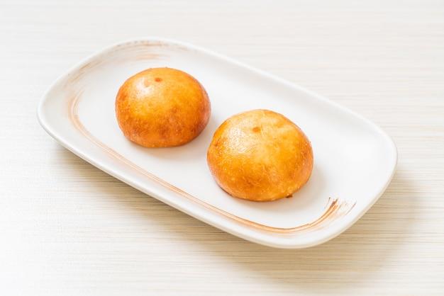 Petits pains de lave chinois frits - style de cuisine asiatique