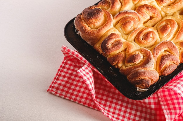 Petits pains sucrés et savoureux faits maison à la rose