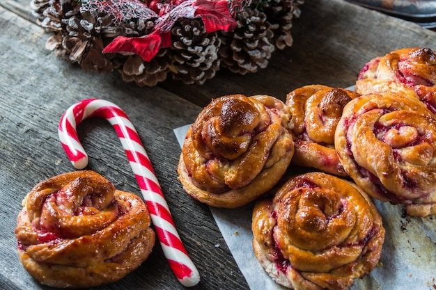 Petits pains suédois traditionnels. pâtisserie de nouvel an. décor de noël sucre d'orge. christm