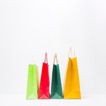Petits paquets d'achats colorés