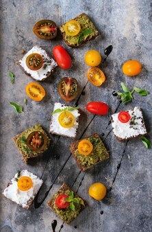 Petits sandwichs à la tomate