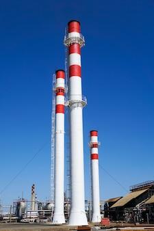 Pétrochimie. complexe pour le traitement des hydrocarbures dans une raffinerie de pétrole.,