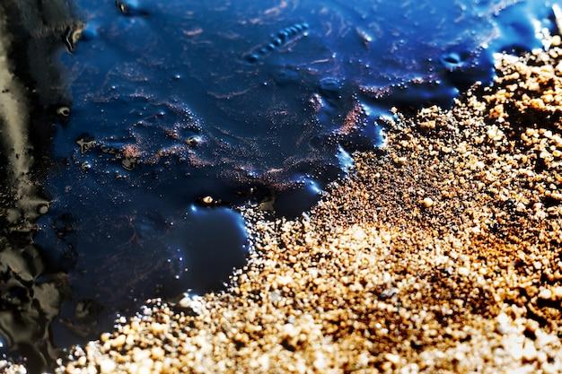 Pétrole brut sur un déversement de pétrole