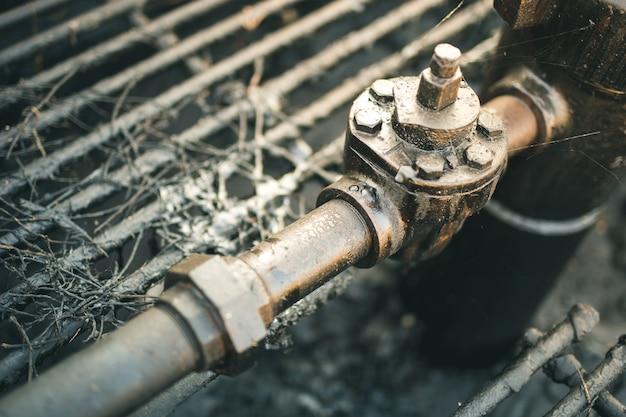 Pétrole brut d'un puits de pétrole.