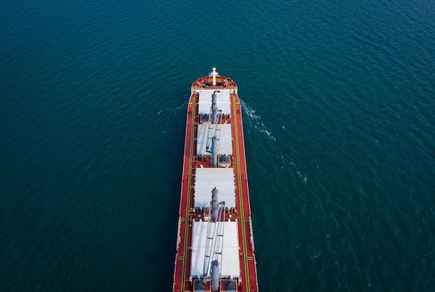 Pétrole et gaz avec pétrolier pétrochimique embarquant des affaires d'import export