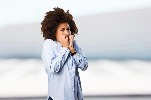 Peur jeune femme noire