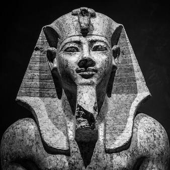 Pharaon amnhotep ii, 1400 av. j.-c., statue en granit