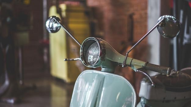Phare avant de moto vintage