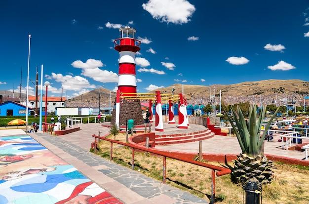 Phare sur le lac titicaca à puno pérou