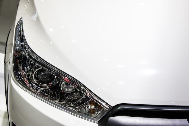 Phare de voiture ou phare