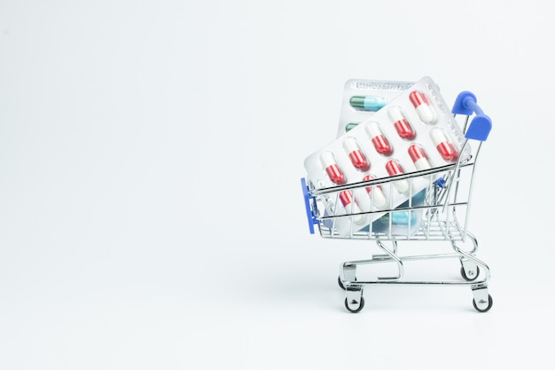 Pharmacie magasin de vitamines médicaments panier shopping santé
