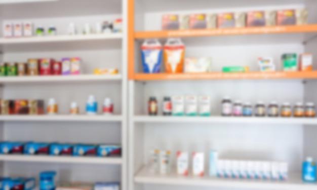 La pharmacie de la pharmacie brouille l'arrière-plan abstrait avec des médicaments et des produits de santé de complément alimentaire sur les étagères