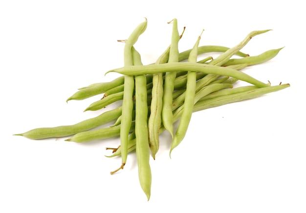 Phaseolus vulgaris ou haricot commun sur fond blanc.