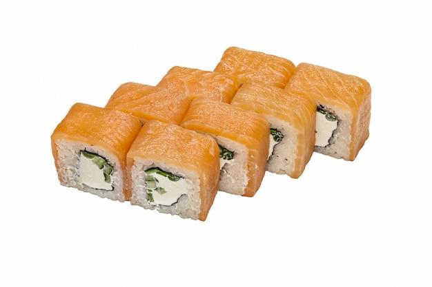 Philadelphie (rouleau), maki sushi sur fond blanc.