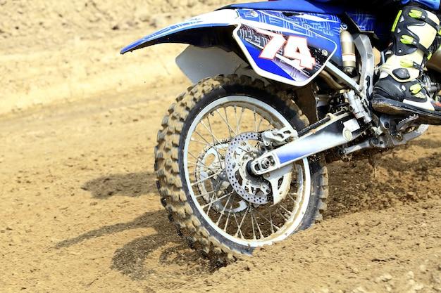 Photo action tir du concept de sport de course de motocross