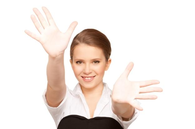 Photo d'une adolescente heureuse sur blanc